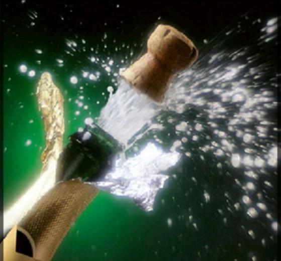 Поздравление: 200 комментариев! Шампанское
